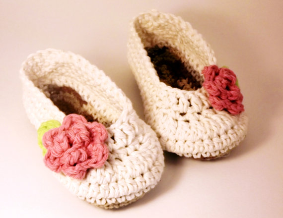 Antique Ivory Ballet style crochet Booties with pink rose, Slippers