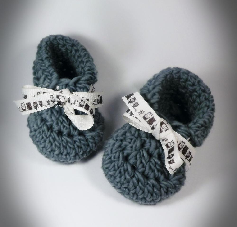 Toddler Slippers, green wool shoe size 5 to 7, owl ribbonFrom bystephaniesmith