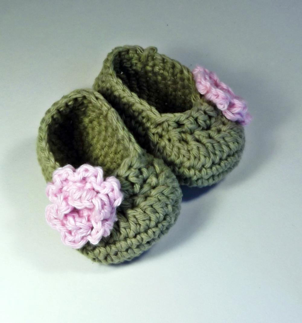 Sweet leaf green baby booties with pastel pink rose