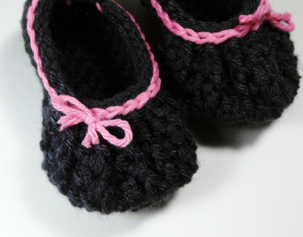 Bow baby booties - gray with pink trim